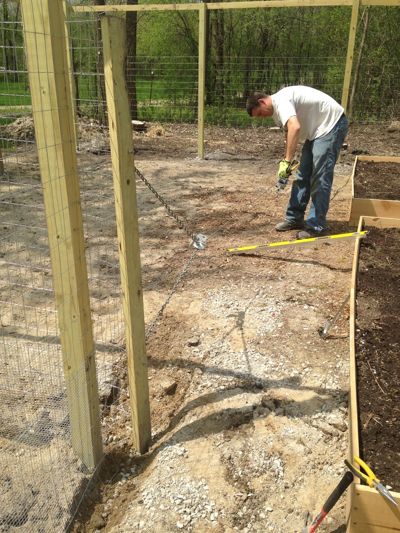 How to stretch galvanized fencing so it's straight